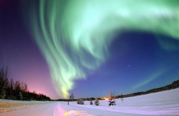 Aurora with discrete arcs
